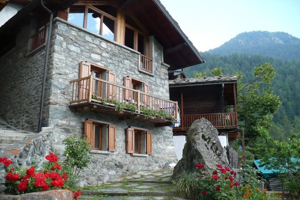 Casa típica del Valle de Aosta (Italia)