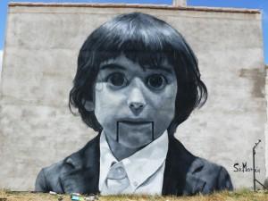 Muchacho pintado en una pared