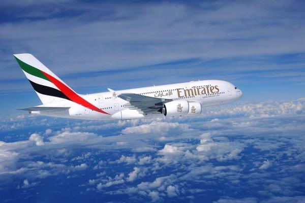 Avión de la aerolínea Emiratos Árabes Unidos