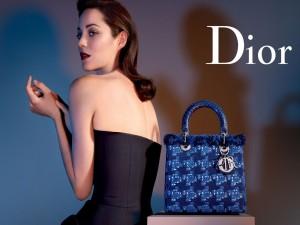 Postal: Bolso azul de Dior