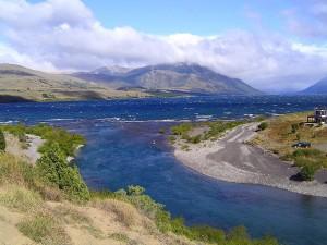 Naciente del río Chimehuín, en el lago Huechulafquen (Argentina)