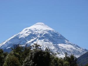 Postal: Imponente volcán Lanín