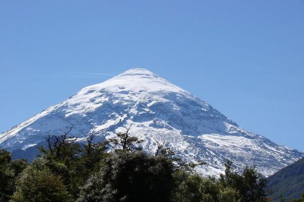 Imponente volcán Lanín