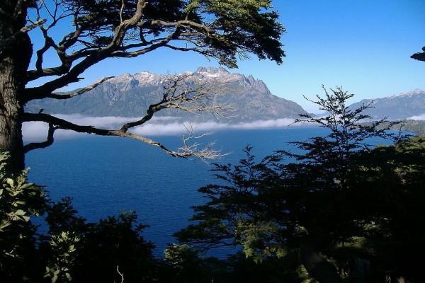 Lago Huechulafquen, en la Provincia de Neuquén, Patagonia Argentina