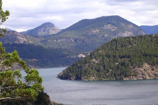 Vista del Lago Lácar, en los alrededores de San Martín de los Andes (Argentina)