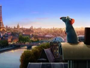 Ratatouille mirando la Torre Eiffel
