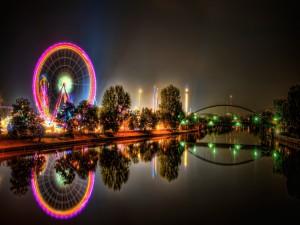 Postal: Parque de atracciones iluminado