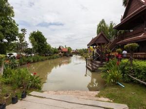 Postal: Mercado flotante en Ayutthaya, Tailandia