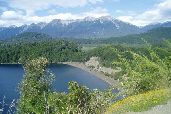 Vista del Lago Espejo (Argentina)