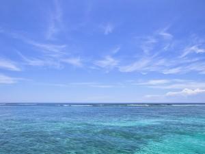 Las cristalinas aguas del Mar Caribe, en un día soleado
