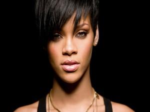 Rihanna con pelo corto