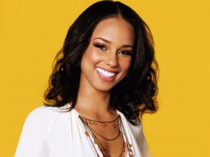 Alicia Keys sonriendo