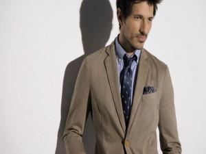 Andrés Velencoso con corbata
