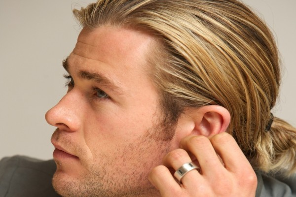 Chris Hemsworth con anillo