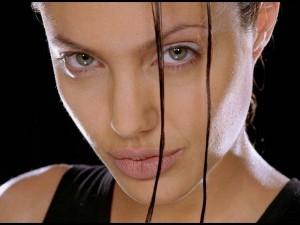 Postal: Angelina Jolie como Lara Croft