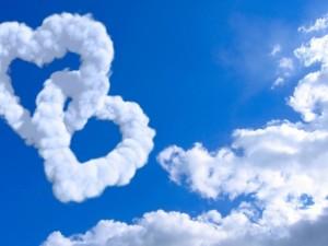 Postal: Corazones de nubes