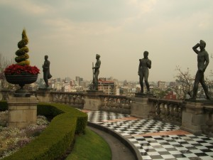 Postal: Jardín con estatuas