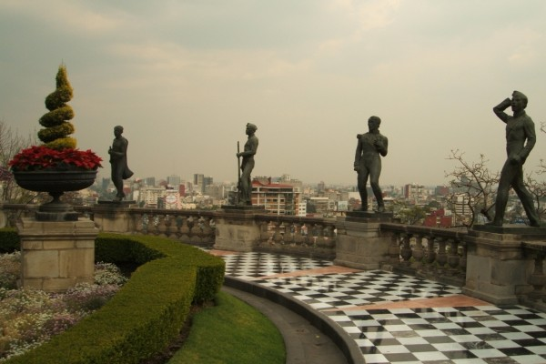 Jardín con estatuas