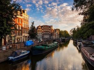 Postal: Amanecer en la hermosa ciudad de Amsterdam, Países Bajos