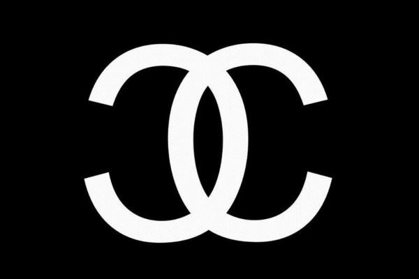 Chanel en negro