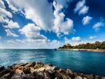 Cielo, mar y rocas