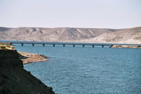 Puente sobre el río Collon Cura, provincia de Neuquen, Argentina