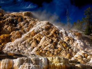 Mammoth Hot Springs en ​​el Parque Nacional de Yellowstone, Wyoming