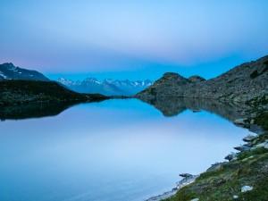 Postal: Lago Luter en los Alpes suizos