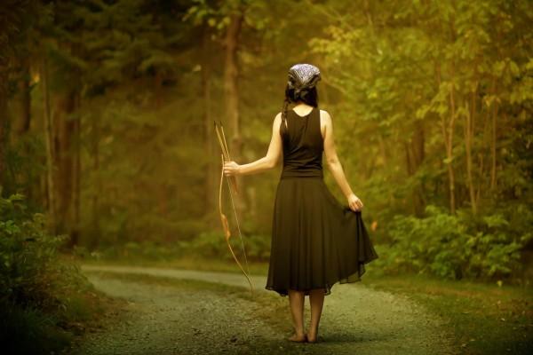 Chica en un camino
