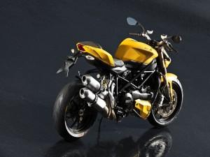 Ducati amarilla