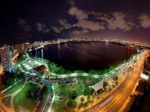 Un lago en la ciudad