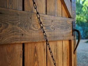 Postal: Puerta de madera