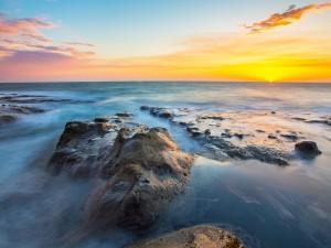 Postal: El mar cortando el cielo