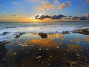El cielo reflejado en la orilla