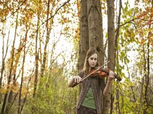 Postal: Niña tocando el violín