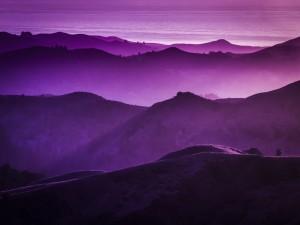 Montañas en tonos lila
