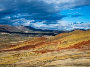 Postal: Las colinas pintadas en Oregon del Este, EE.UU.