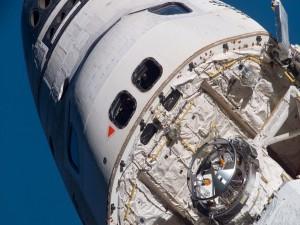 Postal: Parte delantera de la lanzadera espacial