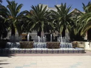 Fuentes y palmeras