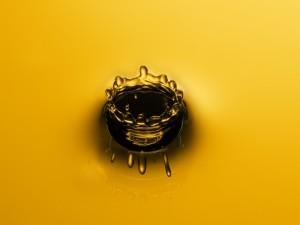 Agua con la forma de una corona