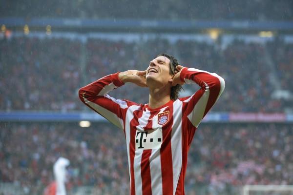 Mario Gómez García (con la camiseta del Bayern Múnich)