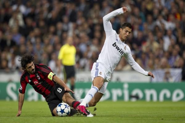 Cristiano Ronaldo (CR7) a punto de caer al suelo
