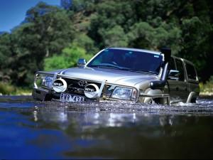 Un 4x4 en el agua