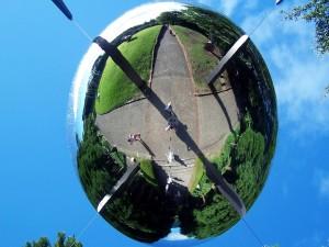 Postal: Bola gigante de espejo