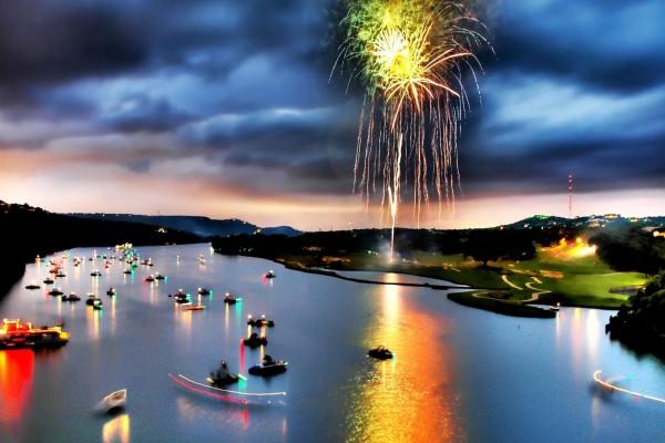 Fuegos artificiales en el lago