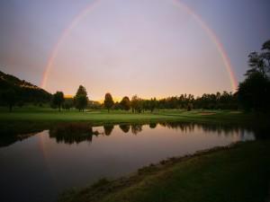 Precioso paisaje con un arcoíris