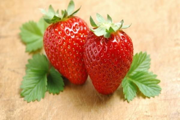 Dos fresas rojas
