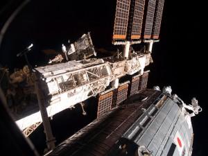 Postal: Satélite con sus paneles solares