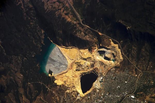 """Vista de una """"mina a cielo abierto"""""""