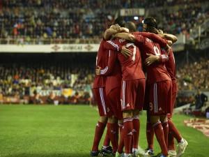 Postal: El Real Madrid con equipación roja